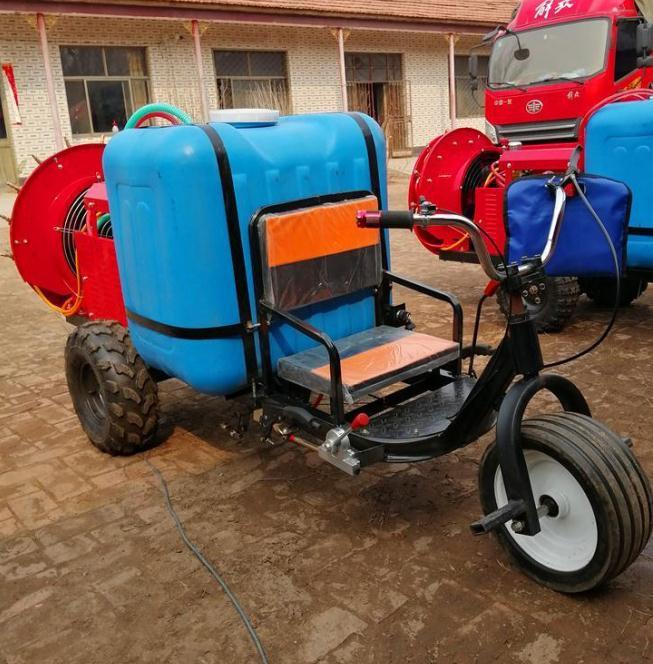 安丘市葡萄果园自动打药喷雾机图片