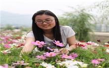 女大学生村官:温室鲜花绽放美丽